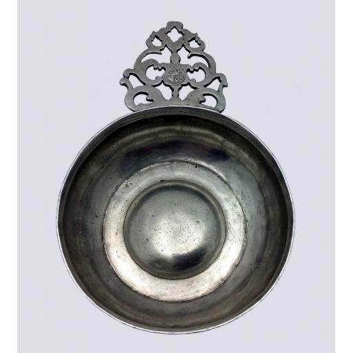 """5"""" diameter flower handle pewter porringer by Gershom Jones, Providence, RI 1774-1809"""